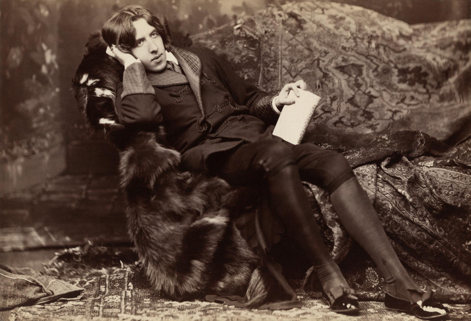 Oscar Wilde (public domain)